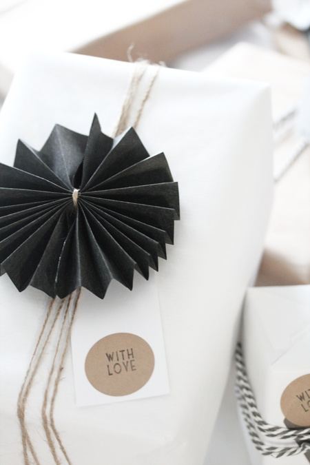 black fan gift tag